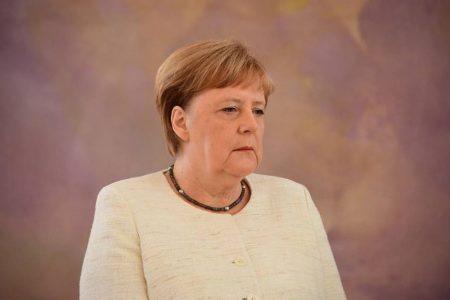 Албан ёсны арга хэмжээний үеэр Меркелийн бие дахин тавгүйрхжээ